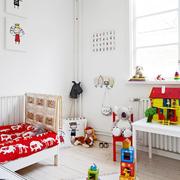儿童房小巧床