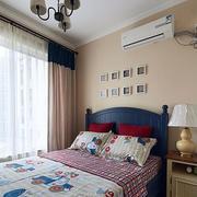 房屋卧室蓝色床设计