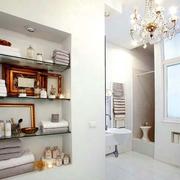白色卫生间设计