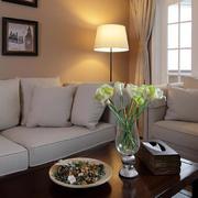 别墅客厅茶几花束装饰