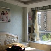 小卧室时尚飘窗