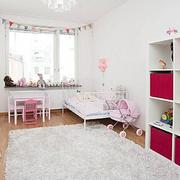 纯洁白色儿童房