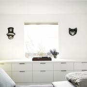 淡雅白色别墅收纳柜设计