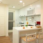 房屋纯白吧台设计