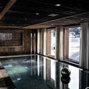 木屋别墅游泳池装修