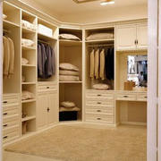 淡色调衣柜装修设计