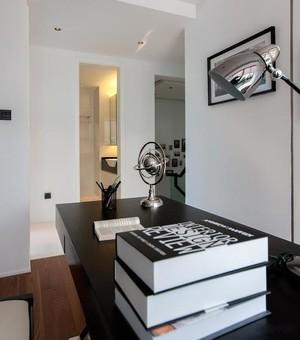 黑白简约三室一厅家庭装修效果图