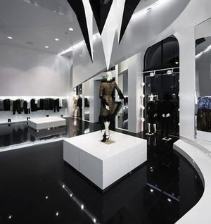 黑白色调服装店装修