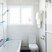 白色调浴室窗户设计