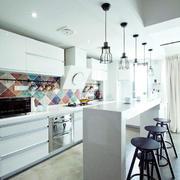 白色调开放式厨房