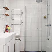 白色调浴室装修设计