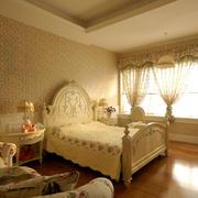 金黄色调卧室壁纸装修