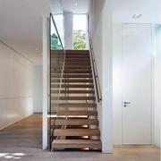 浅色调阁楼楼梯装修
