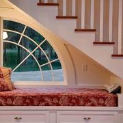 唯美色调阁楼楼梯装修