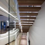 亮丽型复式楼楼梯装修