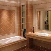 小卫生间浴缸装修图片