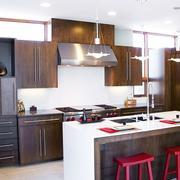 深色调厨房灯饰图片