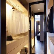 暖色调三室两厅装修