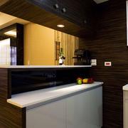 白色调厨房吧台装修