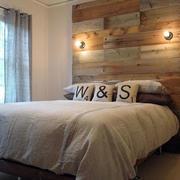 木色调床头背景墙