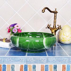 青色调卫生间水池