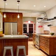 深色调厨房吧台装修