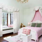 白色调飘窗窗帘设计