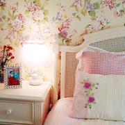 温馨色调卧室壁纸装修