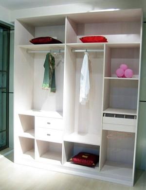 极其简洁纯净北欧式小户型卧室白色衣柜装修效果图