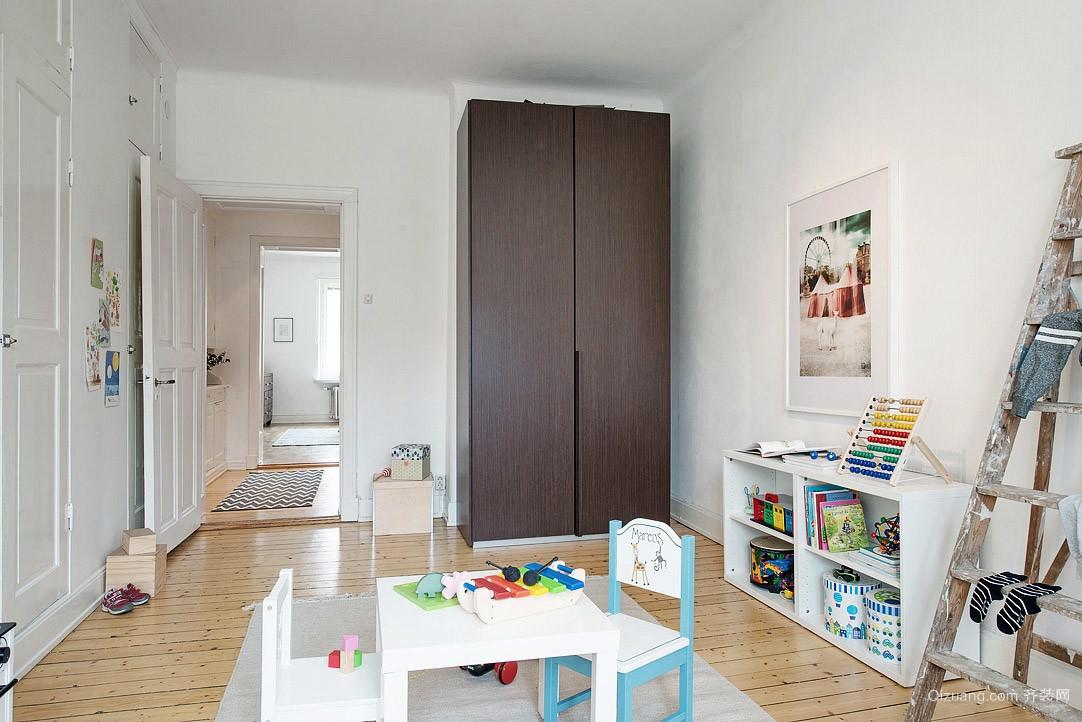瑞士经典风格大型单身公寓装修效果图