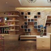 木色调童装店设计