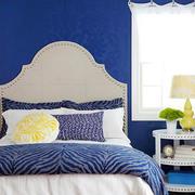 蓝色调小卧室设计