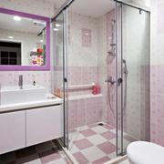 粉色调小卫生间装修