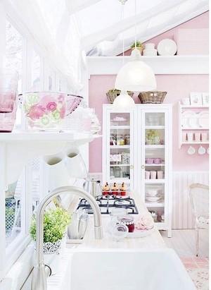 讨人喜欢的浪漫唯美大户型厨房橱柜装修效果图