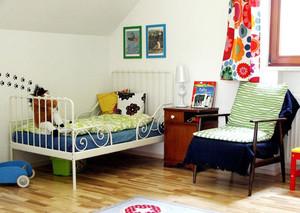 小型儿童房床装修