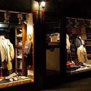 温馨型服装店装修