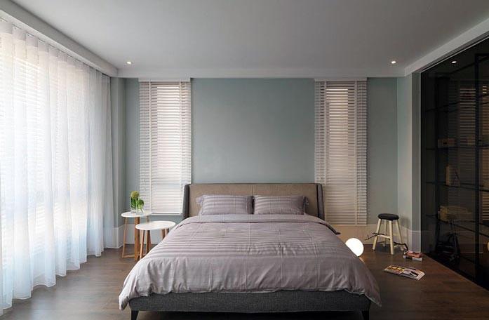 主卧床头柜效果图_美式现代化豪宅主卧2美式黑色卧房床头柜装
