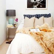 灰色调卧室装饰画