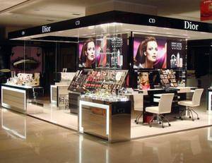 2015流行前线的都市女性化妆品展示柜台设计效果图大全