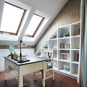阁楼式小书房装修图片