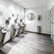 中等厕所设计图片