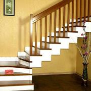 暖色调阁楼楼梯装修