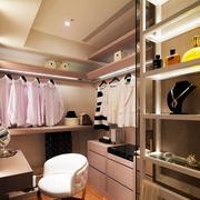 三室两厅两卫衣帽间