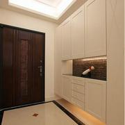 三室一厅进门柜子装修