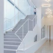 纯白色调楼梯装修设计