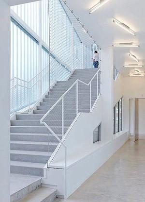 拥有曼妙舞姿的125平米跃层式住宅楼梯装修效果图