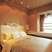 暖色调小卧室装修