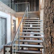 层次分明不锈钢楼梯