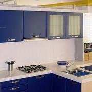 蓝白相间厨柜装修设计