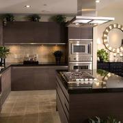 深色调开放式厨房装修